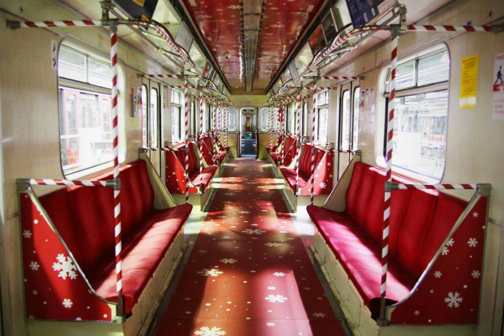 Kolorowe świąteczne metro w Warszawie!