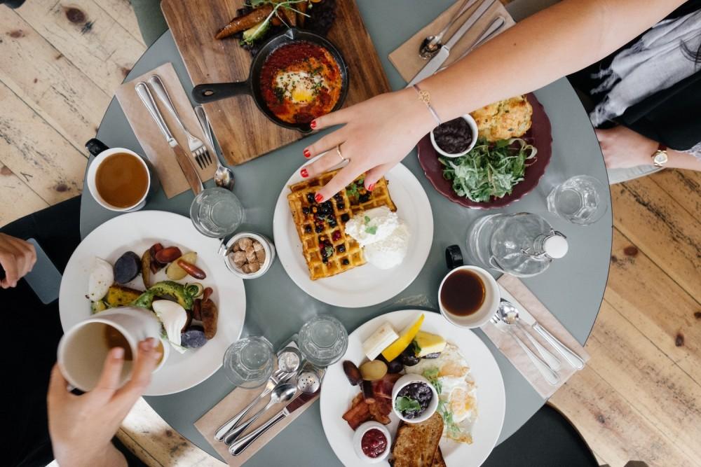 Czego nie powinniśmy jadać i nie pić przed snem?
