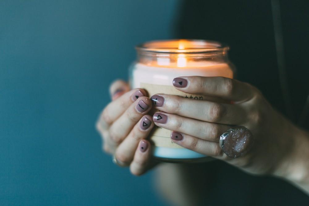 Jak ozdobić paznokcie na Halloween? Kilka przerrrrażająco pięknych inspiracji!