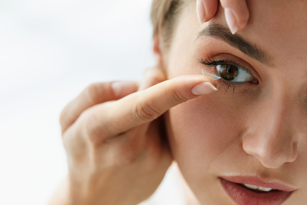 4 błędy, które popełniają osoby noszące soczewki kontaktowe!