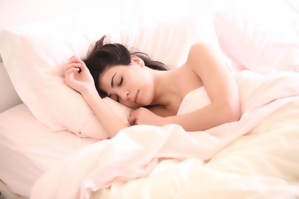 7 powodów, dla których powinnaś spać nago!
