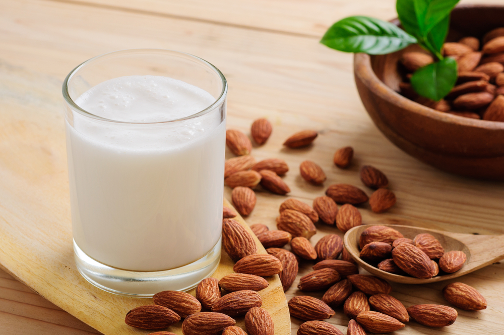 4 fakty na temat mleka migdałowego, o których nie miałaś pojęcia !