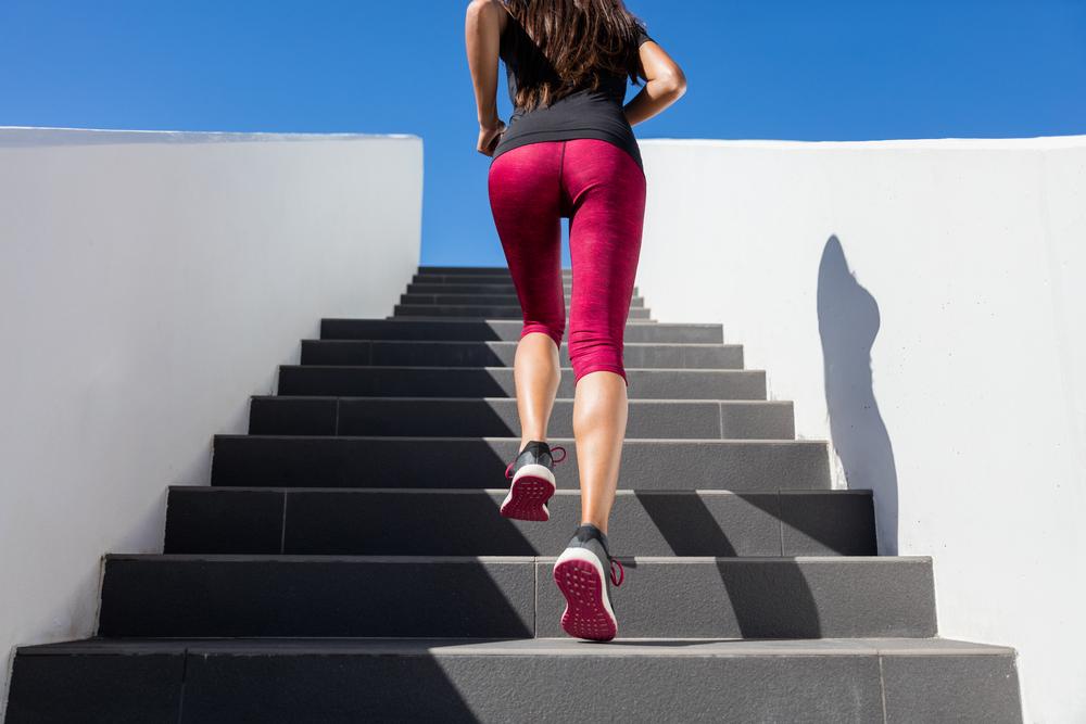 Wchodzenie po schodach skuteczniejsze od siłowni?!