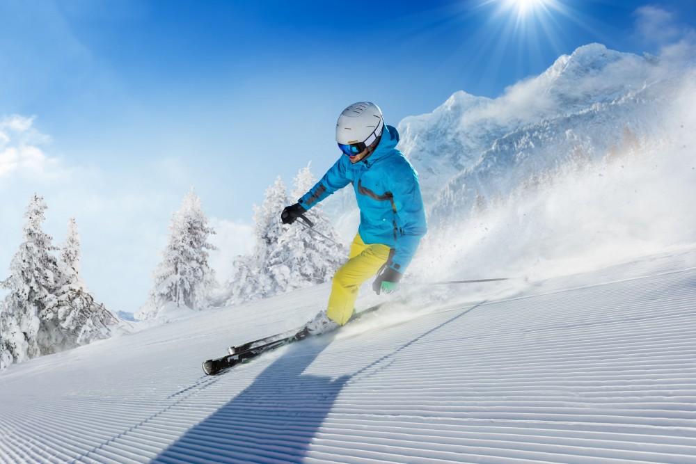 Sporty zimowe a słońce – jak ochronić skórę przed promieniowaniem UV?