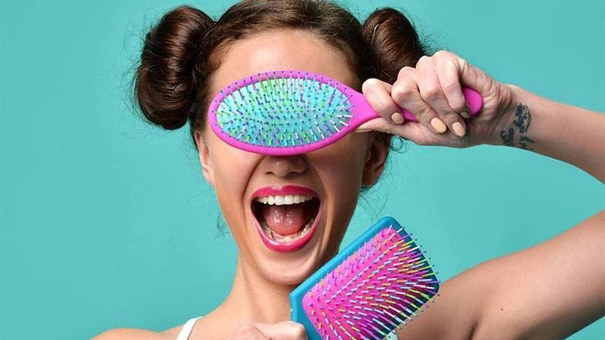 Jak czyścić szczotki do włosów i grzebienie? 5 prostych kroków!
