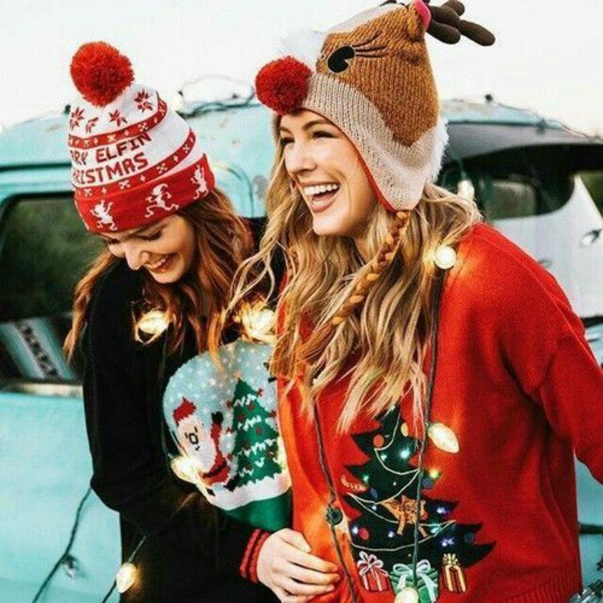 5 genialnych sposobów, aby świąteczny sweter wyglądał dobrze