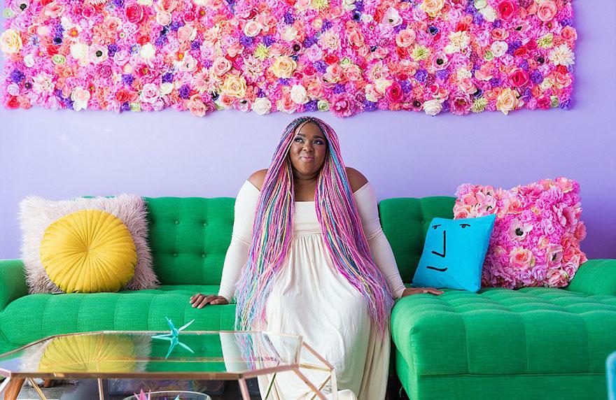 Ta kobieta ma najbardziej kolorowe mieszkanie na świecie!