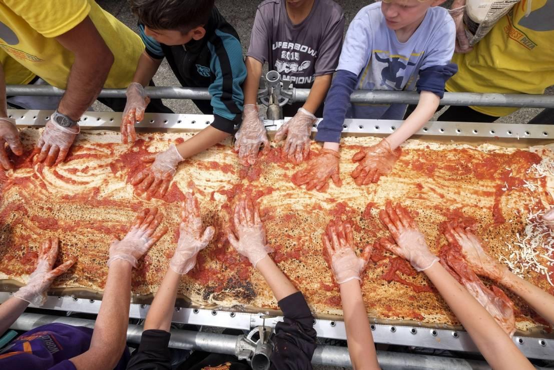 W Kalifornii powstała najdłuższa pizza na świecie!
