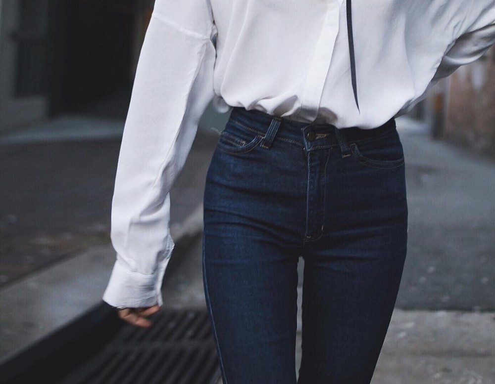 Spodnie z wysokim stanem - jak je nosić, by wyglądać dobrze?