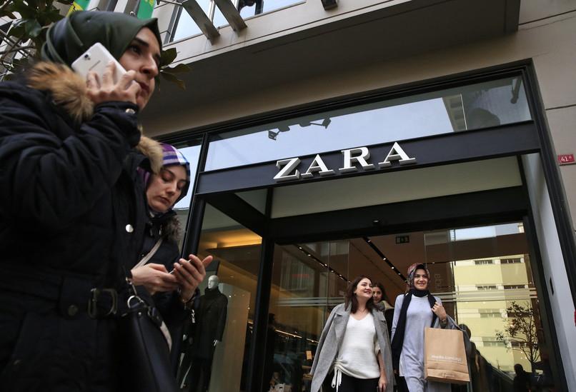 Klienci Zary znaleźli dramatyczne listy w ubraniach. Znaleźli w nich ukrytą wiadomość.