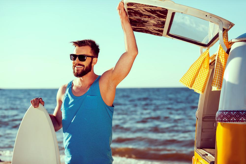 Męska moda plażowa: dobierz strój do budowy ciała