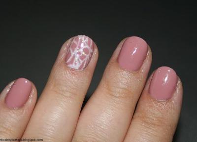 Kosmetyczne inspiracje: Stylizacja paznokci - Semilac 004 Classic Nude + Semilac 001 Strong White + pyłek