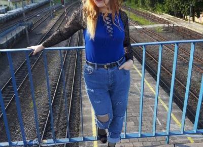 Alianette Mirore:  Bleuet  un T-shirt qui colle