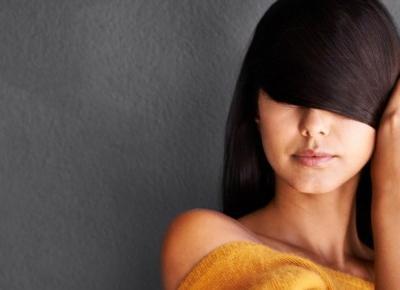7 domowych sposobów na wyprostowanie włosów bez użycia prostownicy