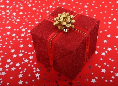 Jak zrobić kokardę i zapakować prezenty w stylu DIY?
