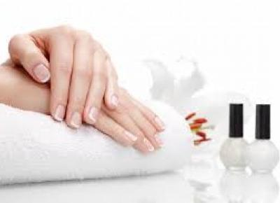Jak w domowym zaciszu zadbać o dłonie i paznokcie?