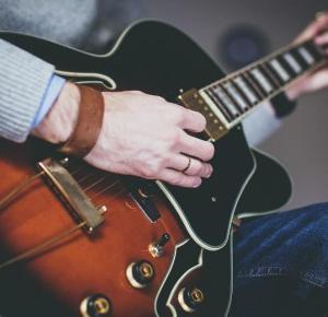 Mini poradnik dla początkujących gitarzystów