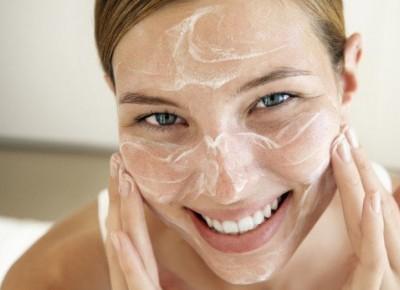 Wielkie oczyszczanie. Czy na pewno wiesz, jak myć twarz?