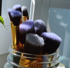 Barbaret.: Dbaj o swoje pędzle! Wszystko o czyszczeniu i przechowywaniu pędzli do makijażu