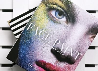 Super książka o historii makijażu. Więcej na blogu.