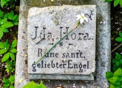 Ida Hora - Ruhe sanft, geliebter Engel - samotny grób w Bytomiu Łagiewnikach