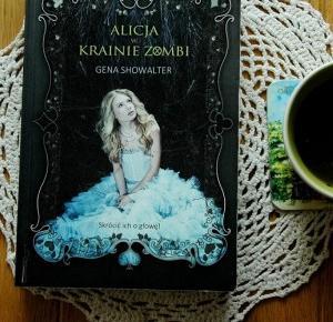 Rudym spojrzeniem: Alicja w Krainie Zombie - Gena Showalter