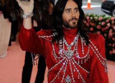 Met Gala 2019: Jared Leto w sukience na czerwonym dywanie i z dodatkiem, którego nie pobił nikt!