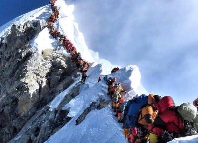 Dwie osoby zmarły w kolejce na… Mount Everest!