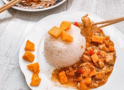 Kurczak mango z ryżem.
