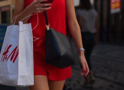 H&M testuje nową opcję – wypożyczanie ubrań zamiast ich kupowania. Sprawdzi się?