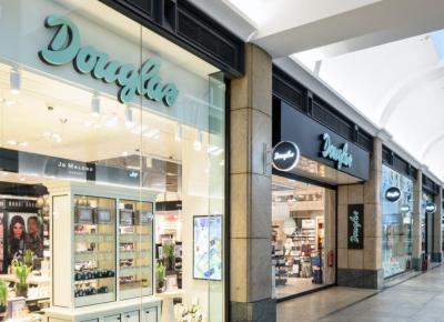 Douglas zamyka sklepy! Czy popularna drogeria zniknie z Europy?