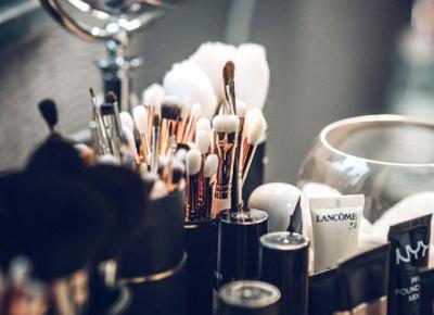 6 najlepszych sposobów na uprzątnięcie swoich kosmetyków | DlaNastolatek.pl