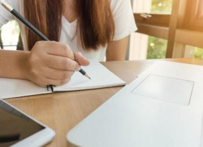 Jak skutecznie uczyć się z domu? 5 przydatnych tipów! | DlaNastolatek.pl