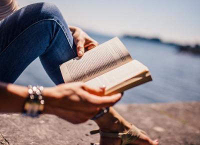 5 zalet czytania książek w obcym języku | DlaNastolatek.pl