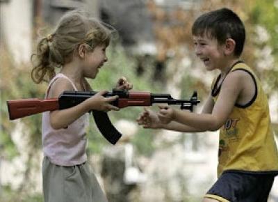 Czy pozwolić dziecku grać w gry z użyciem broni palnej?