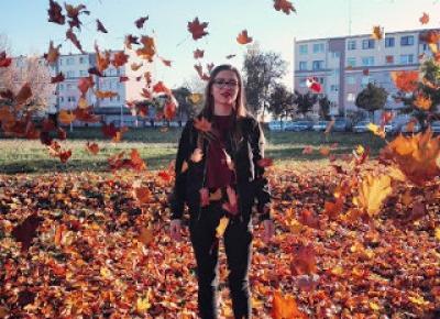Dollka Blog: Złocista jesień z czerwonym akcentem
