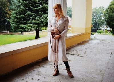Długa tunika i brązowe botki