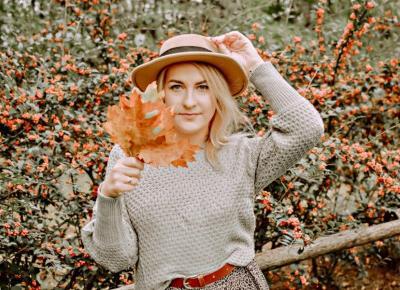 Jesienny ootd z wykorzystaniem ciepłego swetra i muszkieterek