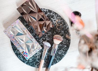 Makeup Revolution – palety cieni Glass Mirror i Black Ice. Tafla kolorów na powiekach