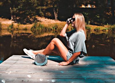 Prosta stylizacja – kombinezon i pastelowe mokasyny