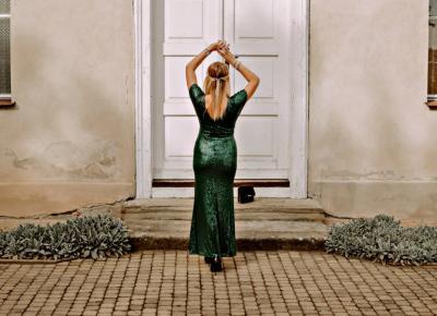 Wieczorowa suknia w kolorze butelkowej zieleni od Ever Pretty
