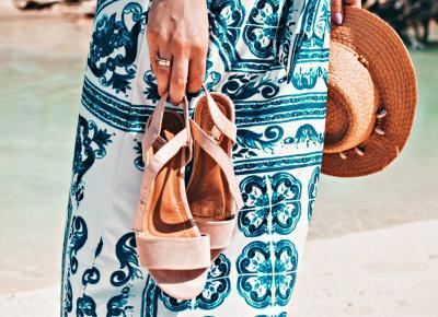 Kubańska stylizacja - sukienka z dekoltem