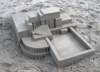 Calvin Seibert zbudował na plaży futurystyczne budowle z piasku