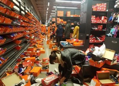 Outlet Nike zniszczony po wyprzedaży w Black Friday!