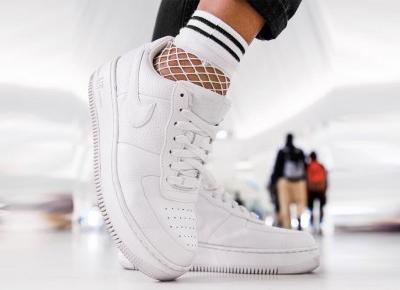 Jak idealnie połączyć skarpetki ze sneakersami?