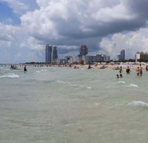 TU SŁOŃCE WYDAJE SIĘ BYĆ JAKIEŚ LEPSZE: MIAMI BEACH | W poszukiwaniu końca świata