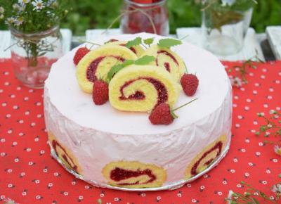 Sweet baking: Malinowy torcik z roladkami