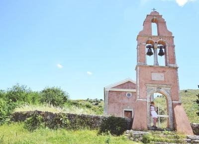 Czy warto odwiedzić opuszczoną wioskę Old Perithia będąc na Corfu?