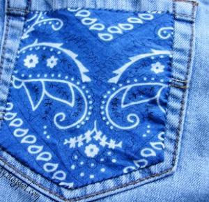 Krótkie jeansy z bandaną