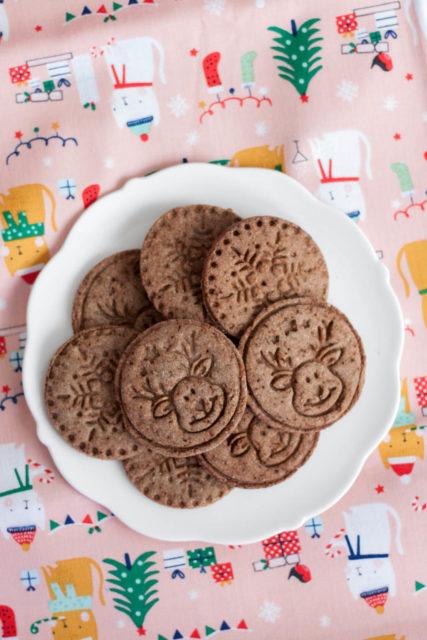 Ciasteczka budyniowe z karobem i orzechami laskowymi - Fitkot